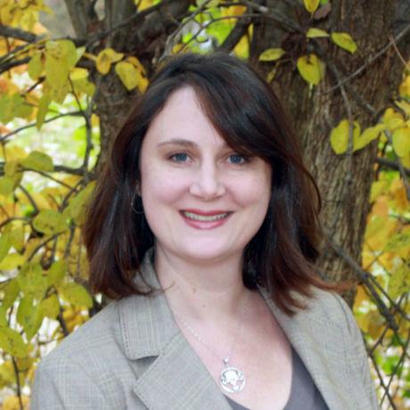 Amanda headshot cropped