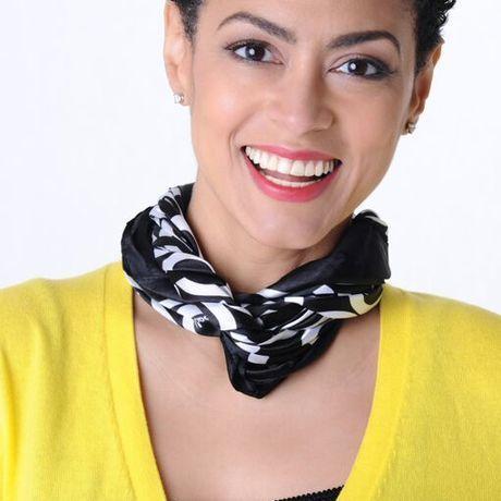 Evelyn yellow headshot