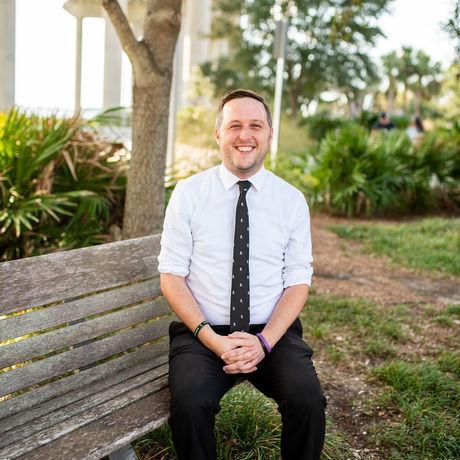 Christian senger sitting