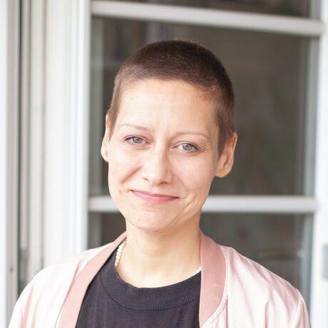 Barbara stoehr bug blanket portrait rosa klein   2020 larissa kopp